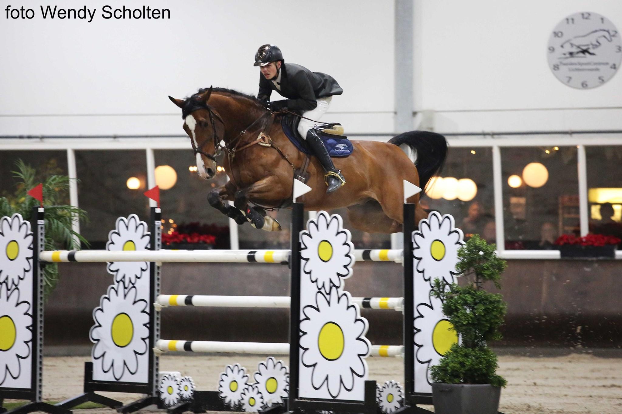 Maikel Schennink debuteert in 1.40 springen met vierde prijs